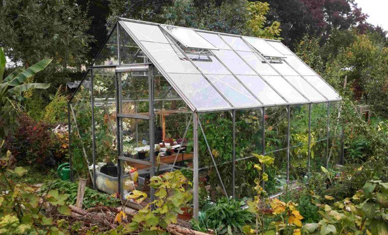 De voordelen van een tuinkas. (En wat uitdagingen)